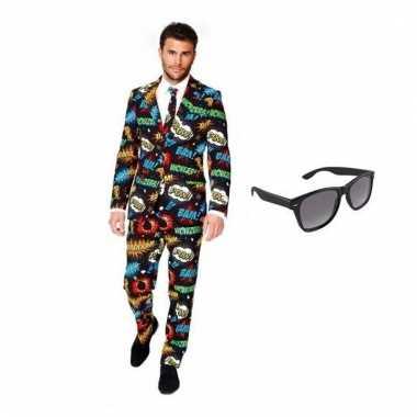 Carnaval verkleed comic print heren kostuum maat (m) gratis zonnebril